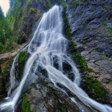 Cascada Vălul Miresei -Răchiţele